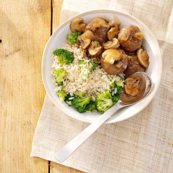 Gehaktballetjes met champignonsaus en broccolirijst. #recept #gerecht #inspiratie #broccoli #bosto