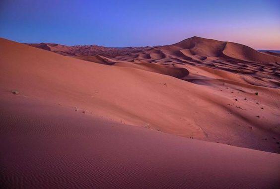 Hotels-live.com/pages/sejours-pas-chers - 1 an! Ça fait 1 an que je ne suis pas allé au Maroc  Plus long sevrage en 7 ans. Il faut que je programme un voyage rapidement:-) I miss Moroccoooo  Photo prise au sunrise au sommet de la plus grande dune de Merzouga #morocco #sahara #maroc #desert #merzouga Hotels-live.com via https://www.instagram.com/p/BFHm6myPOoE/