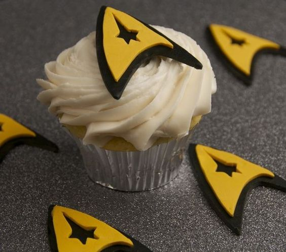 Okay, cake decorating friends, I hope you see these and keep them in mind if you ever make ME a cake...