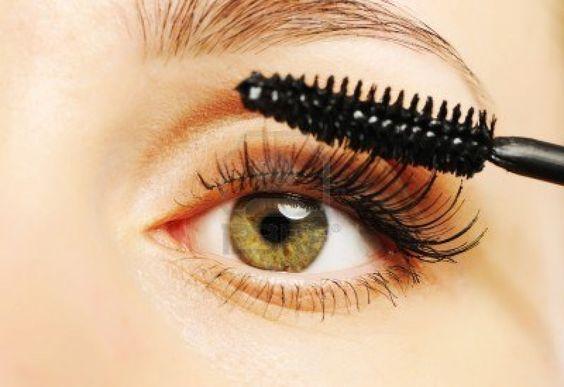 Qué hacer para que las cejas y pestañas crezcan más rápido