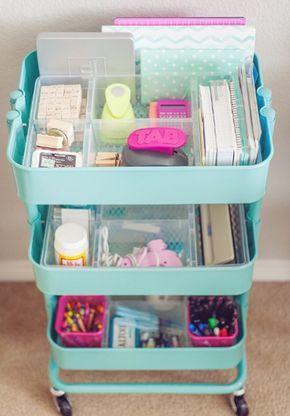 Mantenha sua mesa organizada. | 17 maneiras de transformar seu cantinho de estudo em um lugar aconchegante
