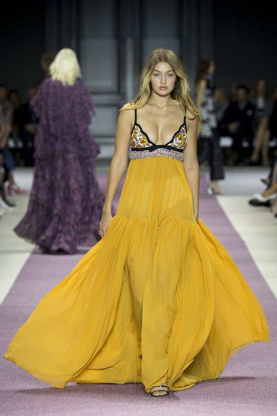 Gigi Hadid walking the Giambattista Valli Spring 2016 runway: