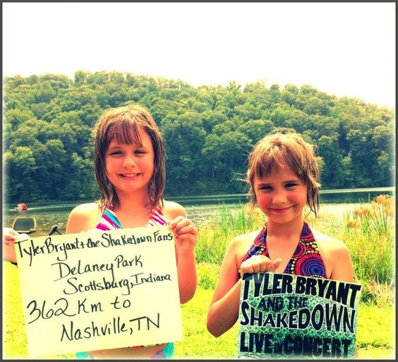 Worldwide Shakedown   Tyler Bryant & the Shakedown    Ava and Norah - Scottsburg, IN