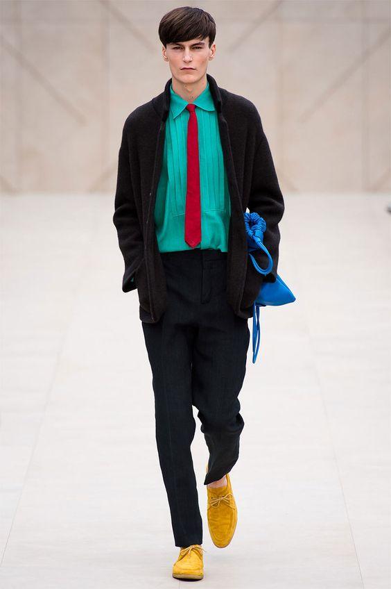 #Burberry ProrsumPrimavera/Verano 2014Capas sobre capas, pantalones hasta los tobillos y un montón de color._________Burberry ProrsumSpring/Summer 2014Layers upon layers,trousers to the ankles and lots of color.