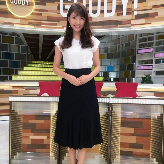 グッディ!のスタジオでテーブルの前に立つ三田友梨佳アナの画像