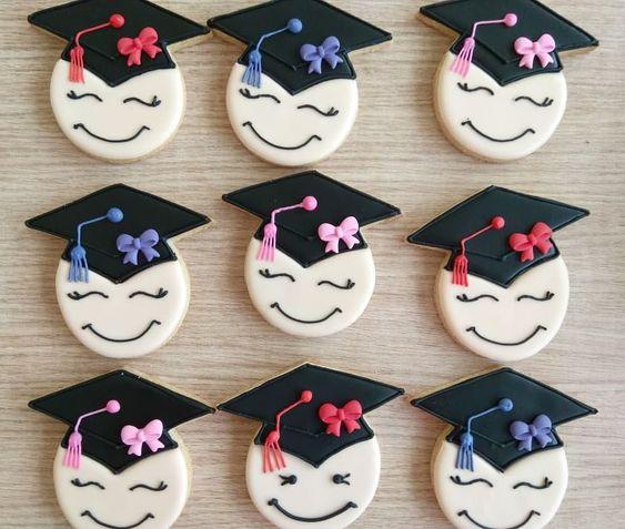 توزيعات تخرج في الامارات توزيعات تخرج حفله تخرج افكار حفلة تخرج هدية تخرج Graduation Prese Diy Graduation Gifts Graduation Party Decor Graduation Diy