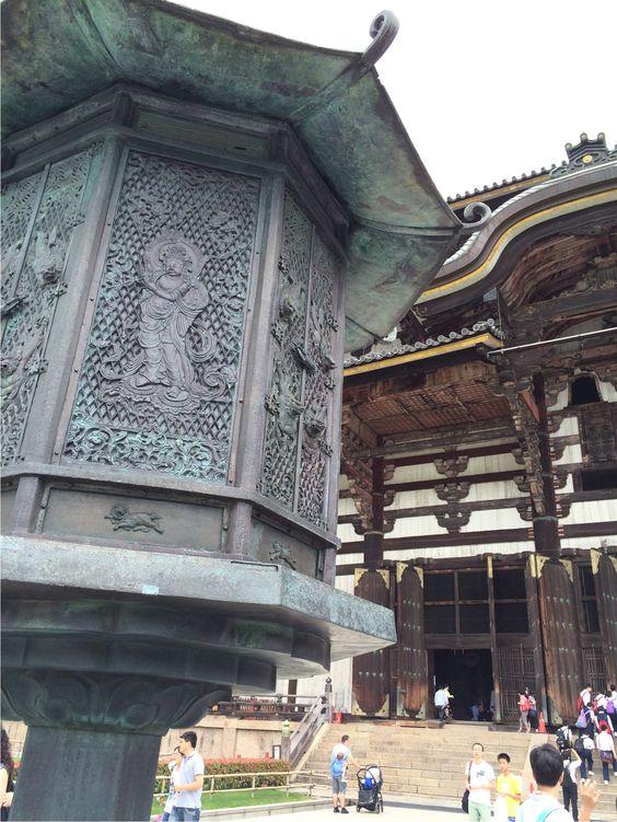 奈良。東大寺金堂。驚魂甫定,算是被鹿趕進來的。