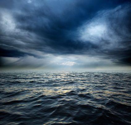 Stormy ocean water:スマホ壁紙
