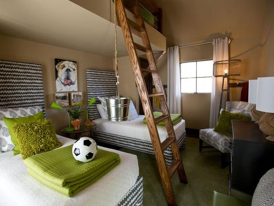 15 Space Saving Bunk Room ideas. Very cool room!
