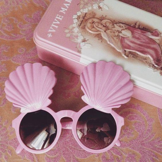 Rocaille sunglasses #kitschy #pinky #sunglasses #shell Tem como não amar esse oculos de sereia e rosa:
