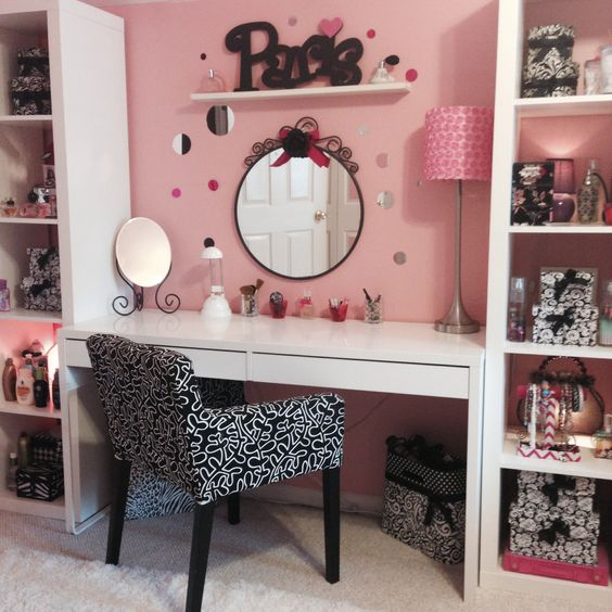Ikea bookcases and a desk make up station for a teen for Ikea teenage bedroom ideas
