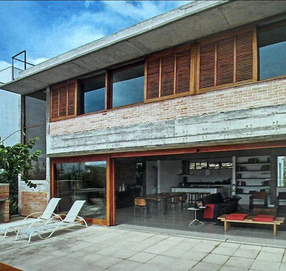 Concreto madeira e veneziana