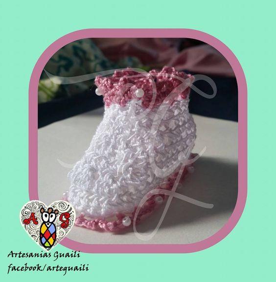 Botines blancos y rosa Viejo con perlas en los bordes  www.facebook.com/arteguaili