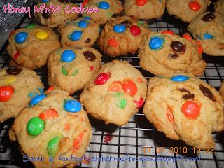 Grandma Jane's Honey M&M Cookies | My grandma's #recipe for the most addictive #cookies with a hint of honey to help them keep longer!