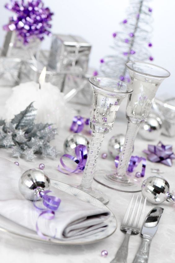 20 Beautiful Christmas Table Setting Ideas To Bring Warmth At Home Christmas Party Table Purple Christmas Decorations Purple Christmas