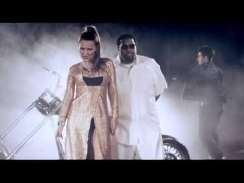 Demet Akalin Umutsuz Vaka Versiyon Erhan Bayrak Music Songs Youtube Songs