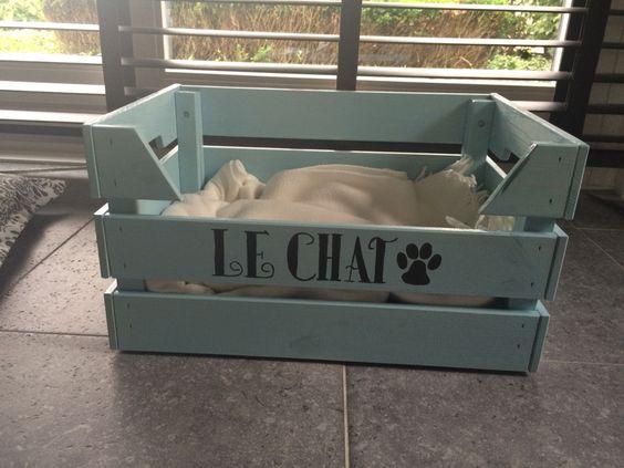 Kattenmand gemaakt van een houten kratje van de ikea!