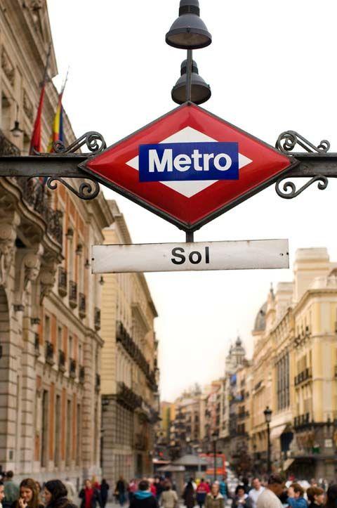 Puerta del Sol, Madrid  El mejor metro del mundo esta en Madrid