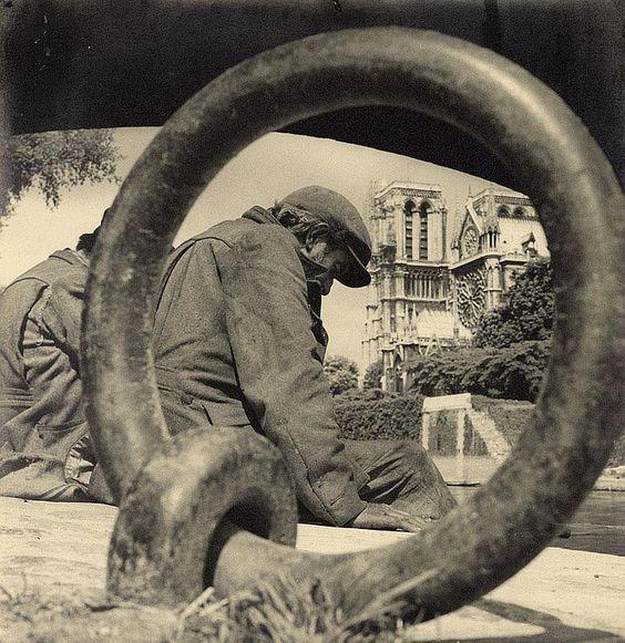 Sous les Ponts de Paris. (1950s)  Photo by Albert MONIER