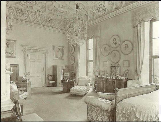 inside buckingham palace queens bedroom images pictures
