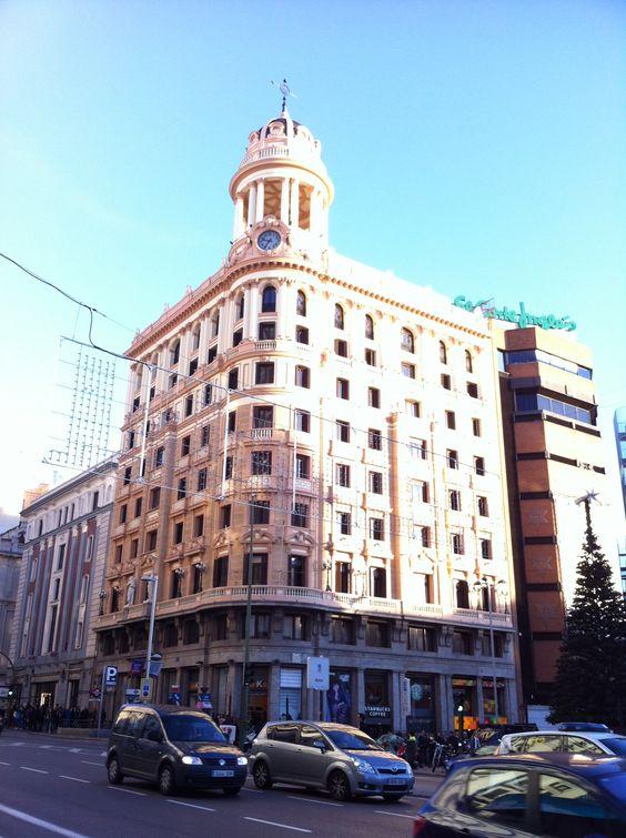 Edificio señorial proyectado en 1926 por el arquitecto Luis Sainz de los Terreros Gómez y el Ingeniero… http://www.rutasconhistoria.es/loc/edificio-adriatica