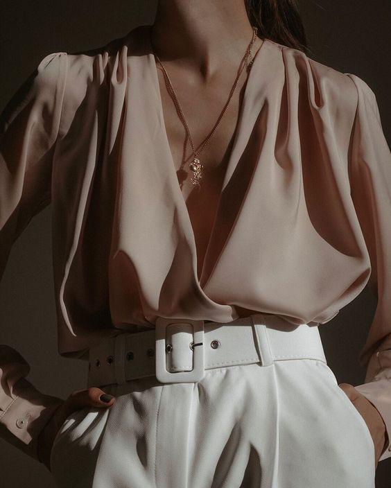 После сторис мой директ завалили комплиментами🙈 ⠀ Спасибо, мне очень приятно! Идеальные белые брюки найдены в @toptop.ru  как и блуза✅ У…