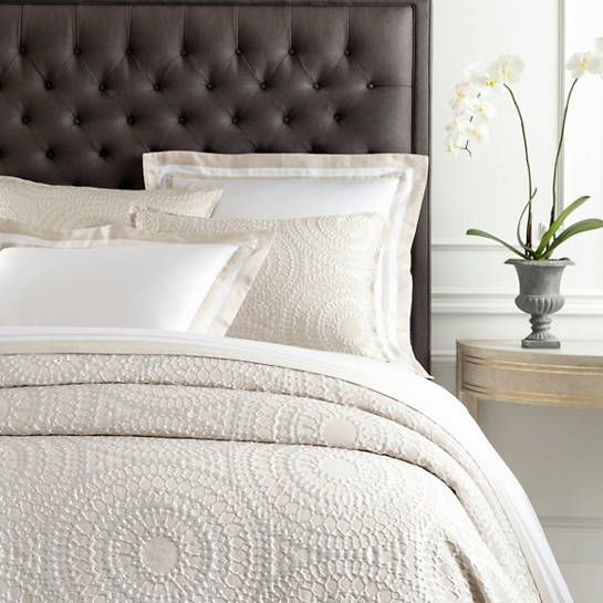 This Oyster White Coverlet Brings A Distinctive And Detailed Design Of Medallions To Your Bedroom For Romantic And Su White Coverlet Coverlet Bedding Coverlets
