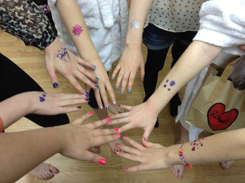 Manicure numa festa fashion... #festas #aniversário #fashion #just4teens