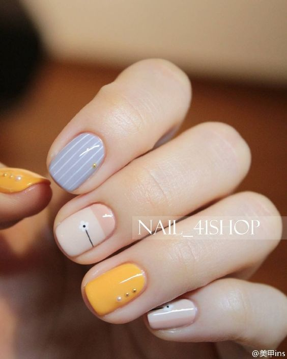 Love the sophisticated but yet subtle accents on the nails and the colour combination