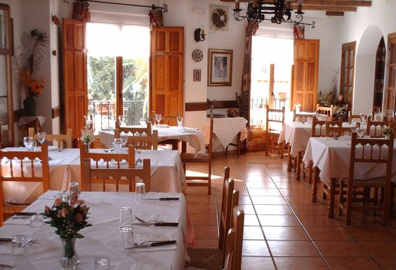 August 2005 - another trip to the Alpujarras and had an excellent meal at 'la restaurante La Puente' in Válor with Diane plus neighbours Val & Lynn