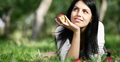 La méthode du Dr Cohen est celle des régimes hypocaloriques : manger moins, pour réduire les apports caloriques, dans le but de mieux maigrir. Découvrez les avantages et inconvénients selon Ligne en Ligne.
