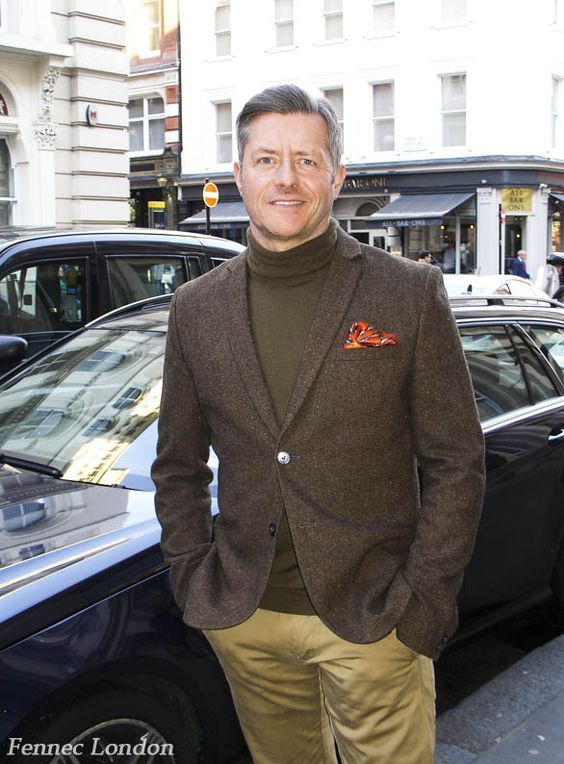 Dashing Colin, works in advertising, wears a stunning #silk #pocketsquare he received ad a gift. #streetfashion #streetstyle #dapper #dandy #gentleman #gent #menswear #menfashion #gq #fashionblogger #fashion #menstyle #styleblogger #style #mensaccessories #tweed #londoner #londonstyle #luxurystyle #luxury #coventgarden