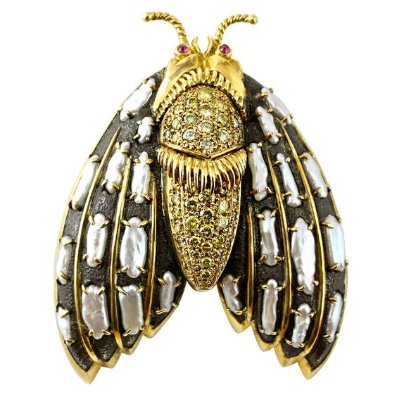 Marilyn Cooperman is an exclusive New York based designer, who is well known amongst true jewelry connoisseurs. She was the former head designer for the Madison Avenue jeweler Fred Leighton and her unique pieces are true collectables