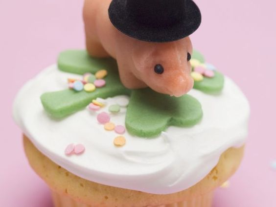 Glücksschwein-Cupcake ist ein Rezept mit frischen Zutaten aus der Kategorie Gebäck. Probieren Sie dieses und weitere Rezepte von EAT SMARTER!
