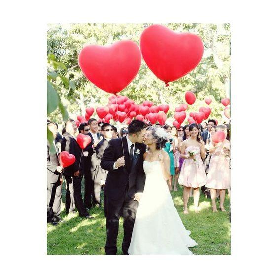 ballon rond 40 cm coeur rouge en decoration de salle de mariage