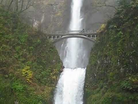 A (seriously quick!) little video that I made on my last visit to Multnomah Falls in Oregon (November 2011).   I absolutely love that place!