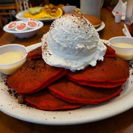 Where To Eat The Best Breakfast In Las Vegas. Featuring the top 3 breakfast spots in Vegas (hint: it's not at buffets)! http://www.mintnotion.com/travel/where-to-eat-the-best-breakfast-in-las-vegas/