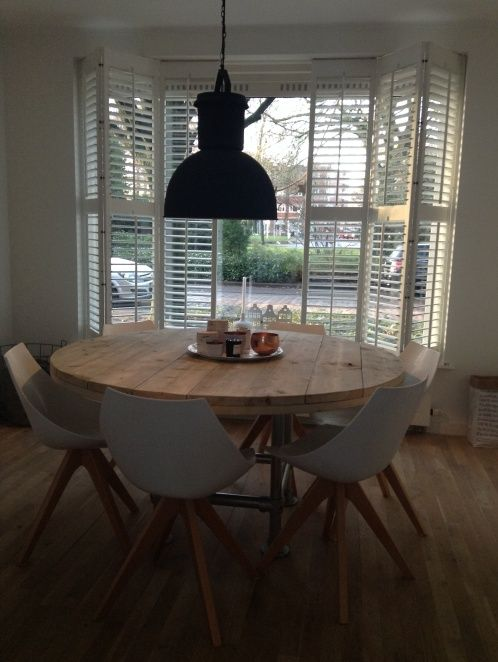 Tafel van steigerhout rond model met steigerbuis 22131524 zitkamer pinterest modellen en met - Kamer buffet heeft houten eet ...