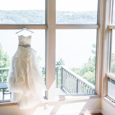 Buttermilk Falls Inn Wedding - Vera Wang Diana Gown - Erin Braun www.erinbraundesign.com custom accessory | Twah Dougherty Photography