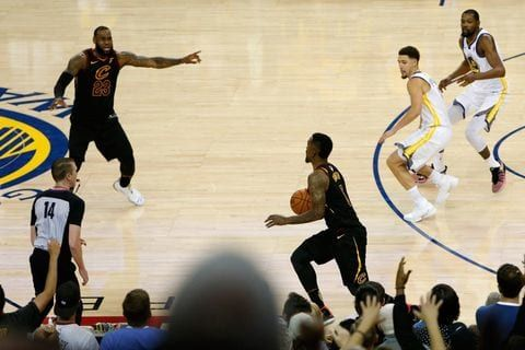Jr What Are You Doing Nba Players Were Stunned By J R Smith S Game 1 Gaffe Nba Finals Nba Finals Game 1 Nba