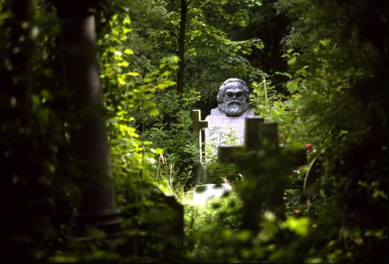 Karl Marx, Highgate Cemetery: Grave Highgate, Marx S Gravestone, Cemetery London, Highgate Cemetery, Highgate Google, Marx Highgate, Gravestone Highgate, Darwin Highgate