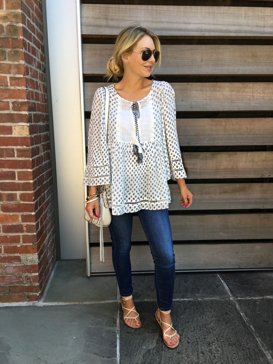 Love this breezy casual look for summer. Great skinny jeans with