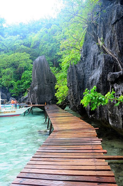 Barracuda Lake, Coron, Palawan, Philippines Sadly, I left my snorkelling gear in one of these rocks. LOL