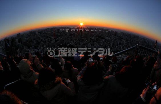 平成28(2016)年の初日の出。六本木ヒルズ屋上の展望台から望んだ初心は…=1月1日午前6時58分、東京都港区(早坂洋祐撮影、キヤノン EOS-1D X:EF15mm F2.8)