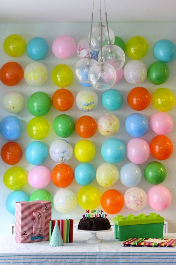balloon wall + birthday table / you are my fave: Birthday Balloon, Balloon Backdrop, Party Idea, Balloon Wall, Colorful Balloon
