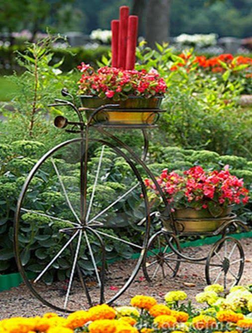 Decorar el jard n con bicicletas http icono interiorismo for Guardar bicicletas en el jardin