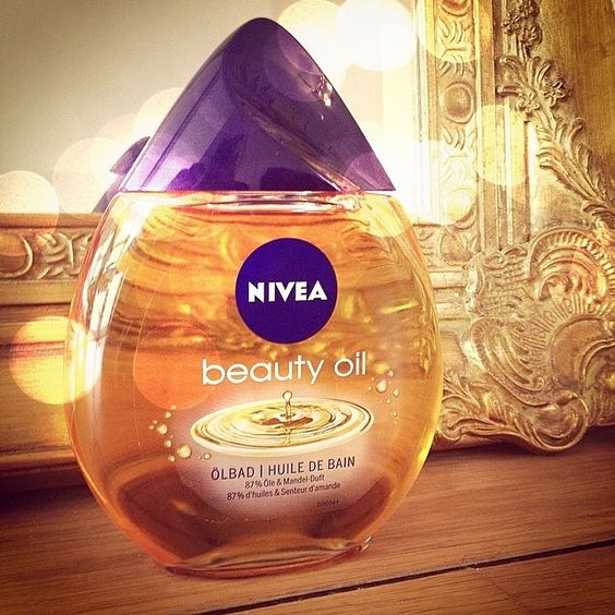 Add a touch of luxury to your everyday life with Nivea Beauty Bath Oil with Almond Fragrance.