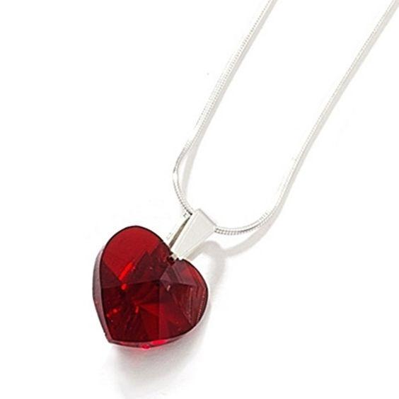 Resultados de la Búsqueda de imágenes de Google de http://www.jewellerygemstone.com/wp-content/uploads/2010/11/Crystal-Heart-Necklace-by-Kleshna-233.jpg