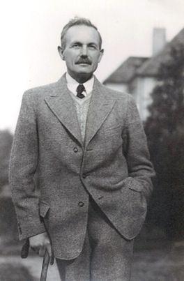 Julius Franck übernahm die Firma 1912, nach dem Tod seines Schwagers, dem Firmengründer Johann Diederich Oelke.