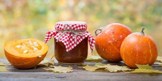 Ook van pompoenen kan jam (confituur) gemaakt worden. Ik voeg altijd een vanillestokje toe maar u kunt ook een zakje vanillesuiker gebruiken.